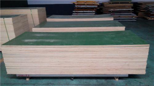3,覆塑平模板的储存         项目完成后,模板清理好,按规格,数量分类